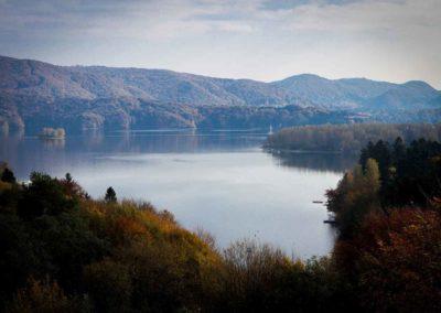 Bieszczady-Pologne - najdzikszy obszar w Polsce.  spacerując szlakami górskimi mozna spotkac nieziwedzie, wilki, żybry, jelenie, żbiki, orły. Żyje tu największy w Europe wąż Eskulap.