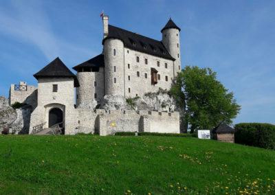 Château Bobolice-Poland - zamek na Szlaku Orlich Gniazd. Szlak ma długość 164 km i jest szlakiem jurajskich zamków i warowni wybudowanych na skałach o wysokości 30 m.