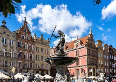 Gdansk - miasto portowe w którym znajduje się jedna z największych polskich stoczni. Tu powstała NSZZ Solidarność. Na zdjęciu zabytkowa fontanna Neptuna.