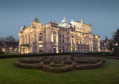 Slowacki Theater in Krakow - piękny budynek w stylu neobarokowym - powstał w XIX w.- pierwszybudynke w Krakowie który posiadał oświetlenie elektryczne.